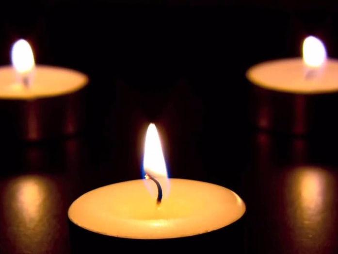 Мужская мастурбация с горящей свечой