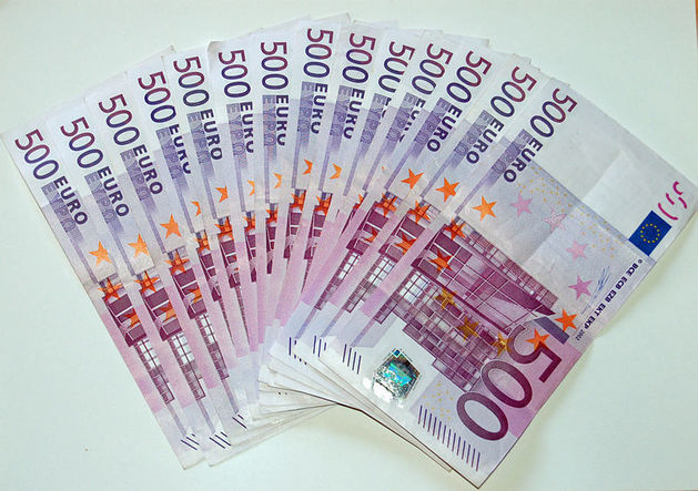 Курсы доллара и евро начали стремительно снижаться