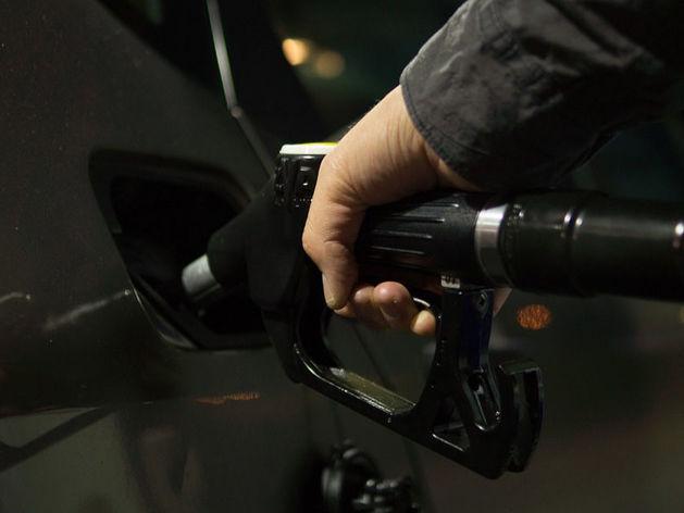 Бензин в Красноярске назвали самым дешевым в Сибири