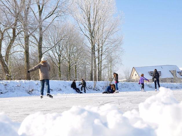 Зимой в Красноярске будут работать 200 катков и хоккейных коробок