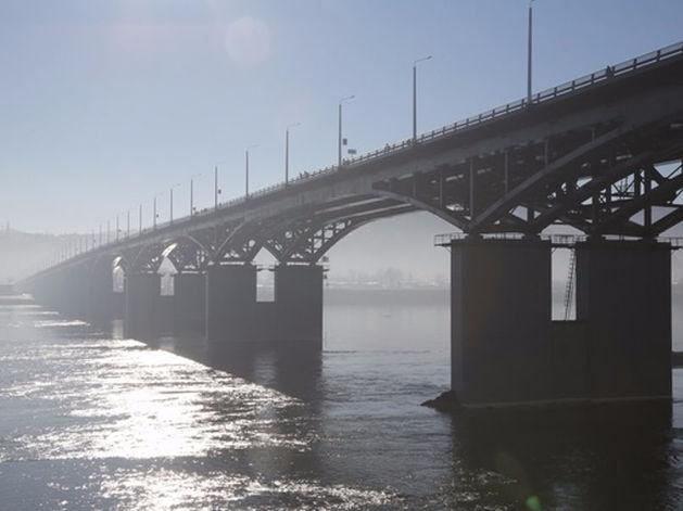 От «Сибмоста» требуют заменить фонари на четвертом мосту в Красноярске