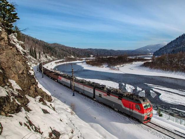 На Красноярской железной дороге стали перевозить больше лесных грузов, руды и металлов