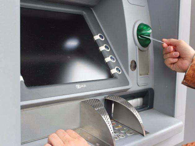 В Красноярске появились первые банкоматы с функционалом для слепых людей
