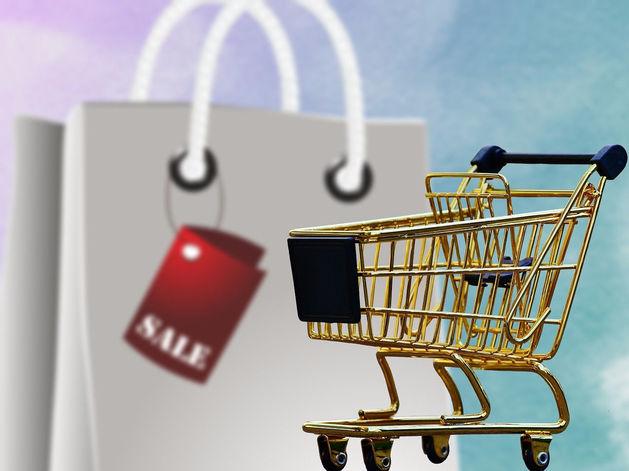 Праздник как заговор маркетологов: эксперты о новогодних скидках