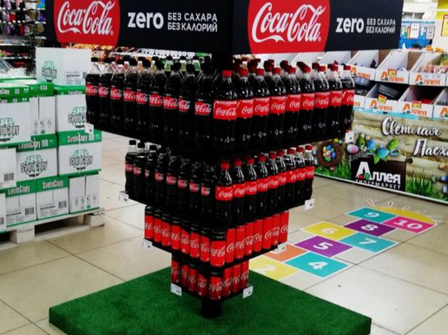 В гипермаркетах «Аллея» в Красноярске построили пальмы из конфет и корабли из семечек