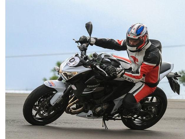В Красноярске джип-нарушитель сбил мотоциклиста