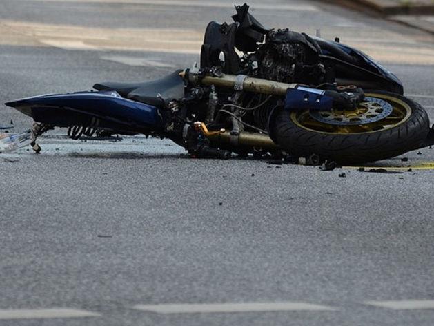 В Красноярске мотоциклист погиб при столкновении с большегрузом