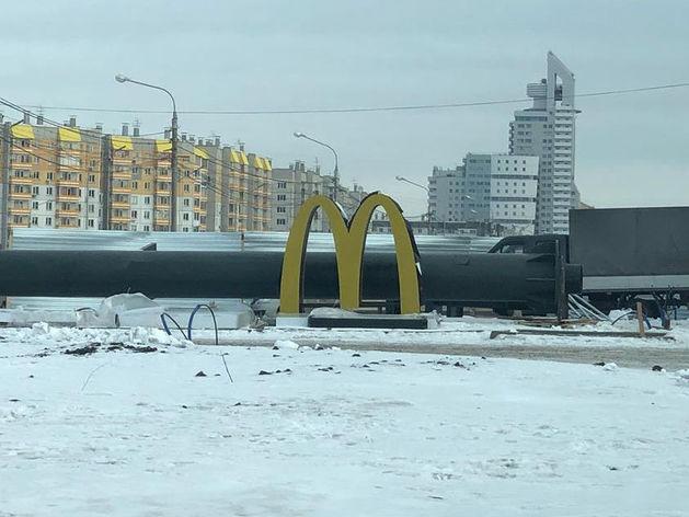 Макдональдс в Красноярске на финишной прямой: монтируют вывеску ФОТО
