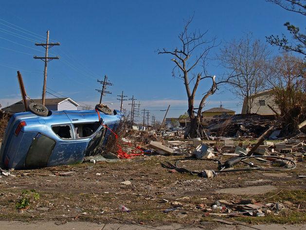 Ураганный ветер в Красноярске сносил крыши и валил деревья
