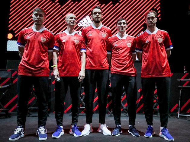 Новая форма сборной России по футболу с перевёрнутым флагом — а есть ли скандал?