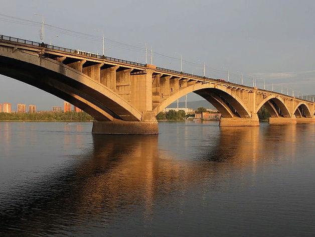 На красноярских дорогах начался ремонт: первым «залатали» Коммунальный мост