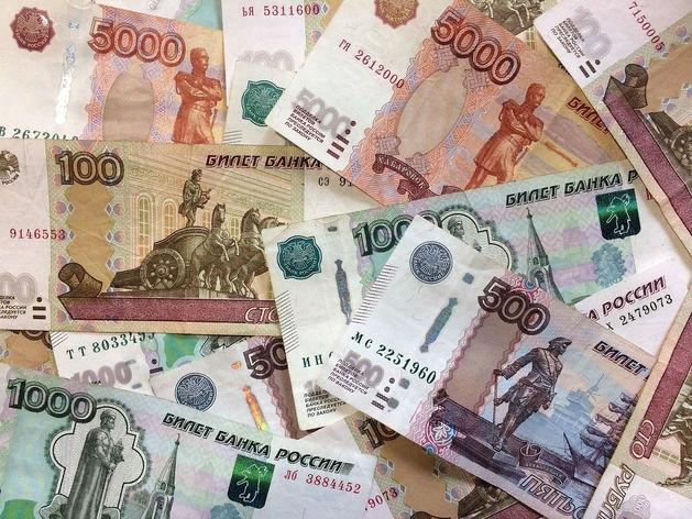 Покупатели красноярского гипермаркета увидели денежный фонтан из кассы