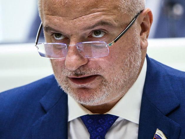 Сенатор Клишас: «Путин на фоне пандемии действует в логике поправок в Конституцию РФ»