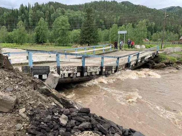 Разрушенные дождями мосты в Красноярском крае начнут ремонтировать после спада воды