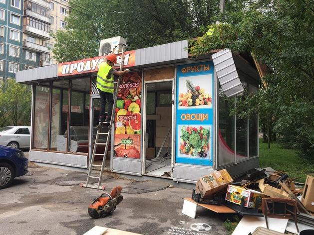 В Красноярске продолжают сносить павильоны