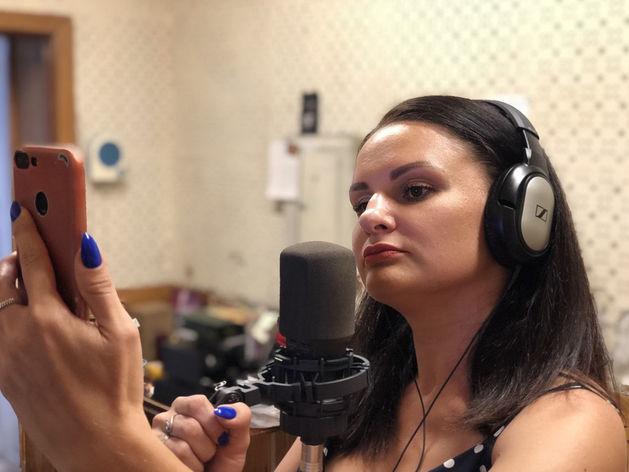 Солистка Наталья Ронская репетирует концерт онлайн