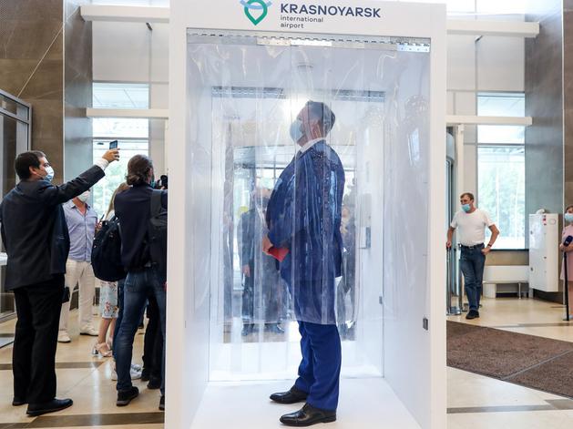 В красноярском аэропорту заработал дезинфицирующий коридор