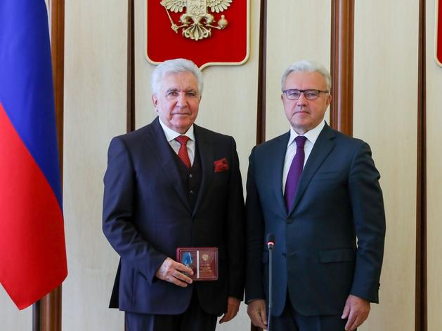 Губернатор края вручил награды Президента России