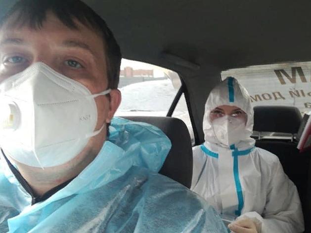 Автовладельцы попросили АЗС дать талоны на топливо волонтерам, которые возят врачей