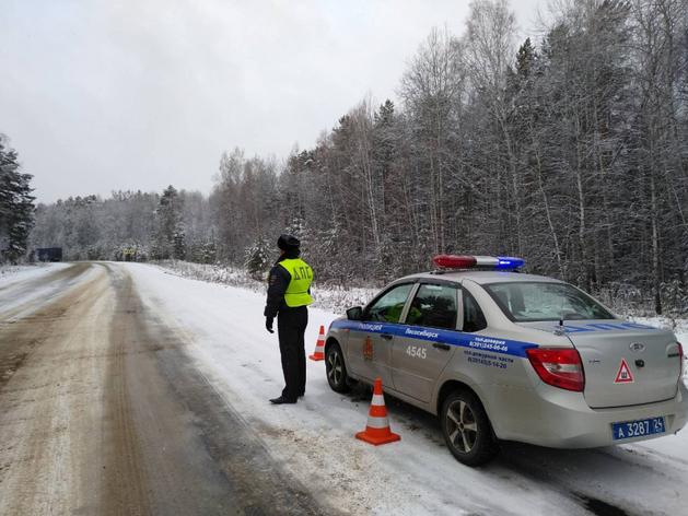 Лишенный прав водитель BMW, скрываясь от ГИБДД, разбил три машины