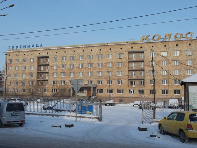 Парковку у гостиницы «Колос» в центре Красноярска собираются застроить