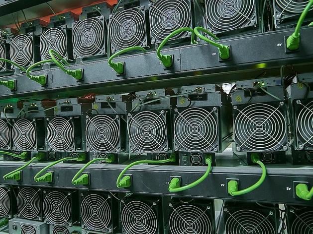 Промышленная добыча Bitcoin. Стойки с ASIC