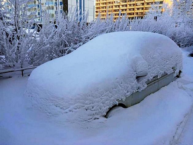 Девятый балл: Красноярск встал в плотные пробки из-за обильного снегопада