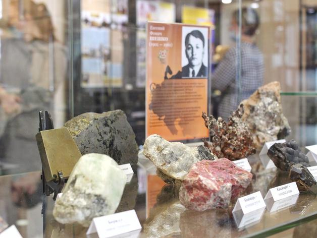 «С горячим приветом от щедрых Советов»»: музей GEOS открывает патриотическую выставку