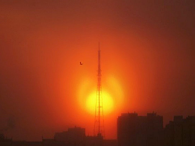 Новосибирск окутал дым красноярских лесных пожаров