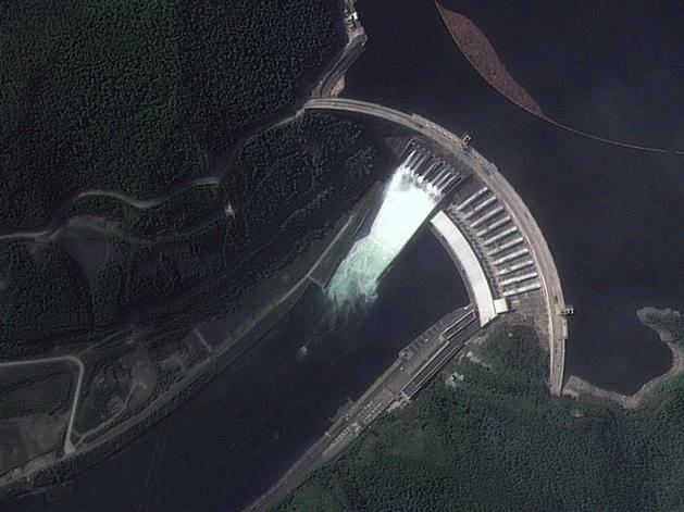 Саяно-Шушенская ГЭС открыла береговой водосброс